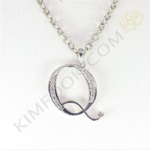 Diamond Letter Pendant Q